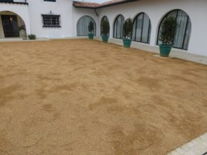 Cour en sable de Bougues