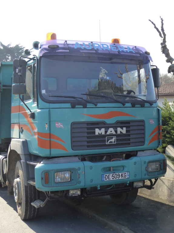 Camion et matériel Aurrera